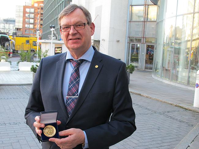 Seppo Rytivaaralle Kultainen Gebhard-mitali - Osuustoimintakeskus Pellervo