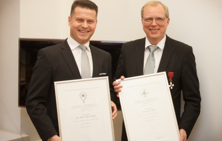 Valtiolliset kunniamerkit luovutettiin Jan Lähteelle ja Sami Karhulle