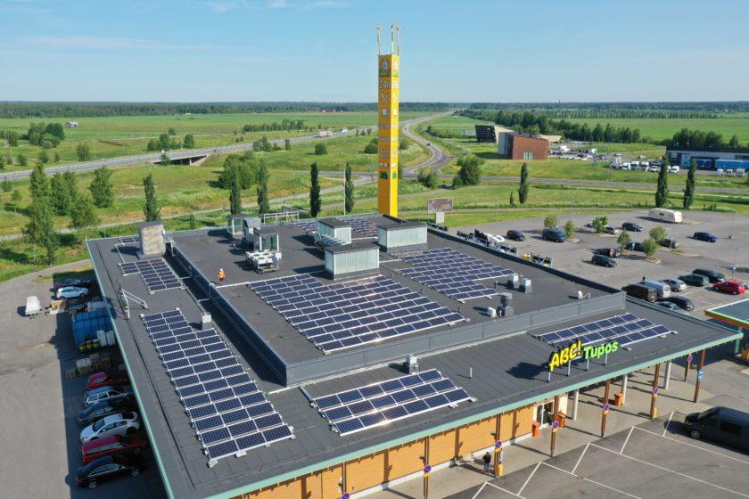 ABC Tupos, jonka katolla aurinkopaneeleja.