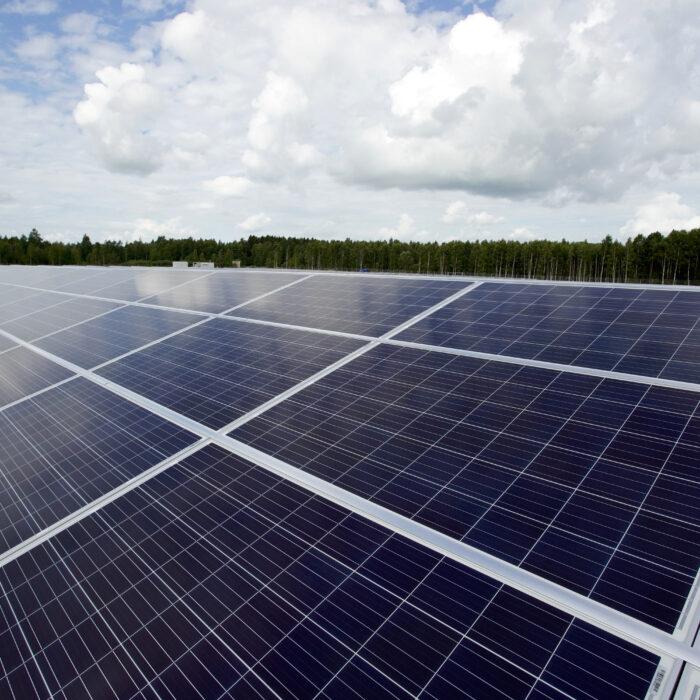 Atria laajentaa Suomen suurimman aurinkopuiston lähes kaksinkertaiseksi – uusi investointi Nurmossa käynnistyy heinäkuussa